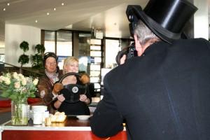Eventfotografie für Ihre Gäste | Der Showfotograf | Mobiles Fotostudio | Rennfahrer | Caracho Event Theater